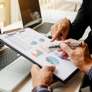 CFO definindo estratégias para a empresa