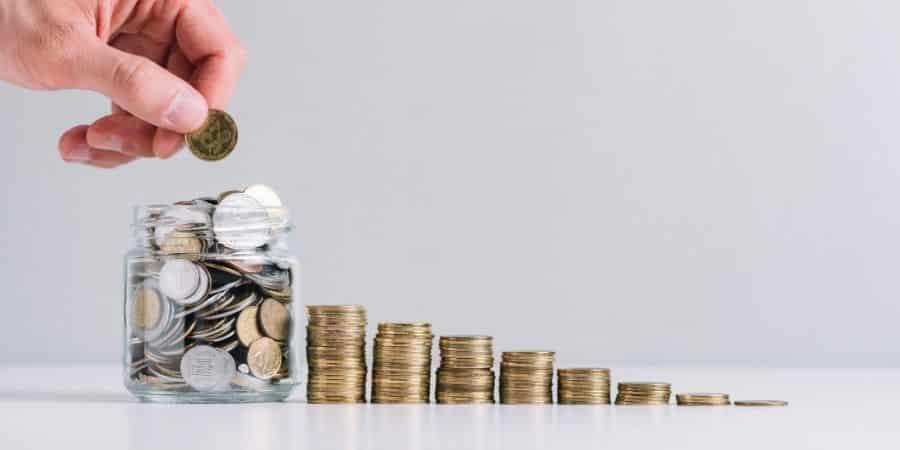moedas-em-montes-crescentes-representando-o-capital-de-giro