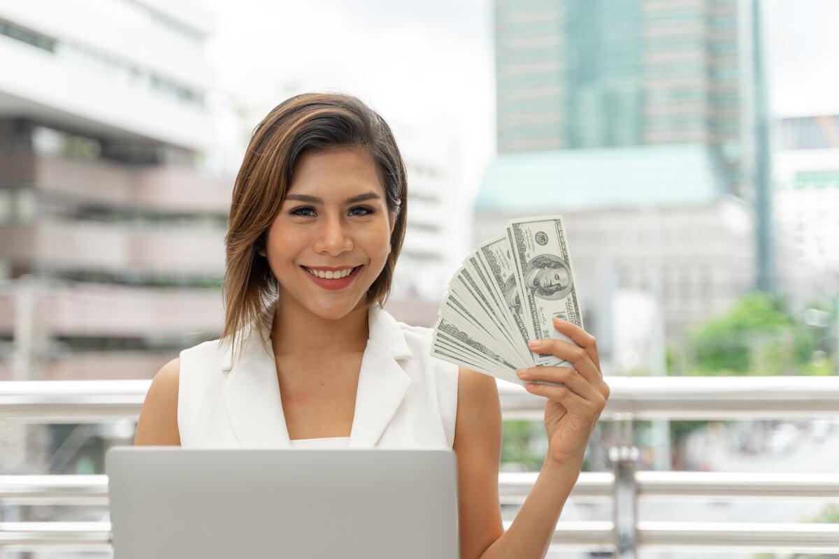 mercado de cambio mulher leque dinheiro