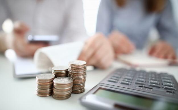 calculadora e moedas valor justo