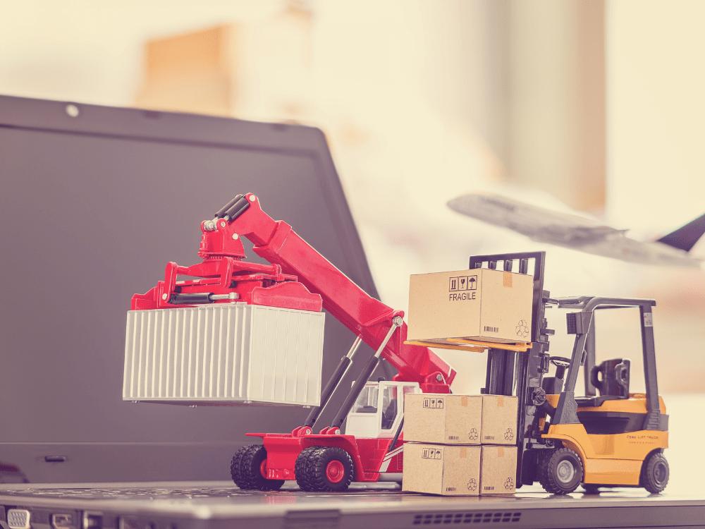 empilhadeira e notebook supply chain