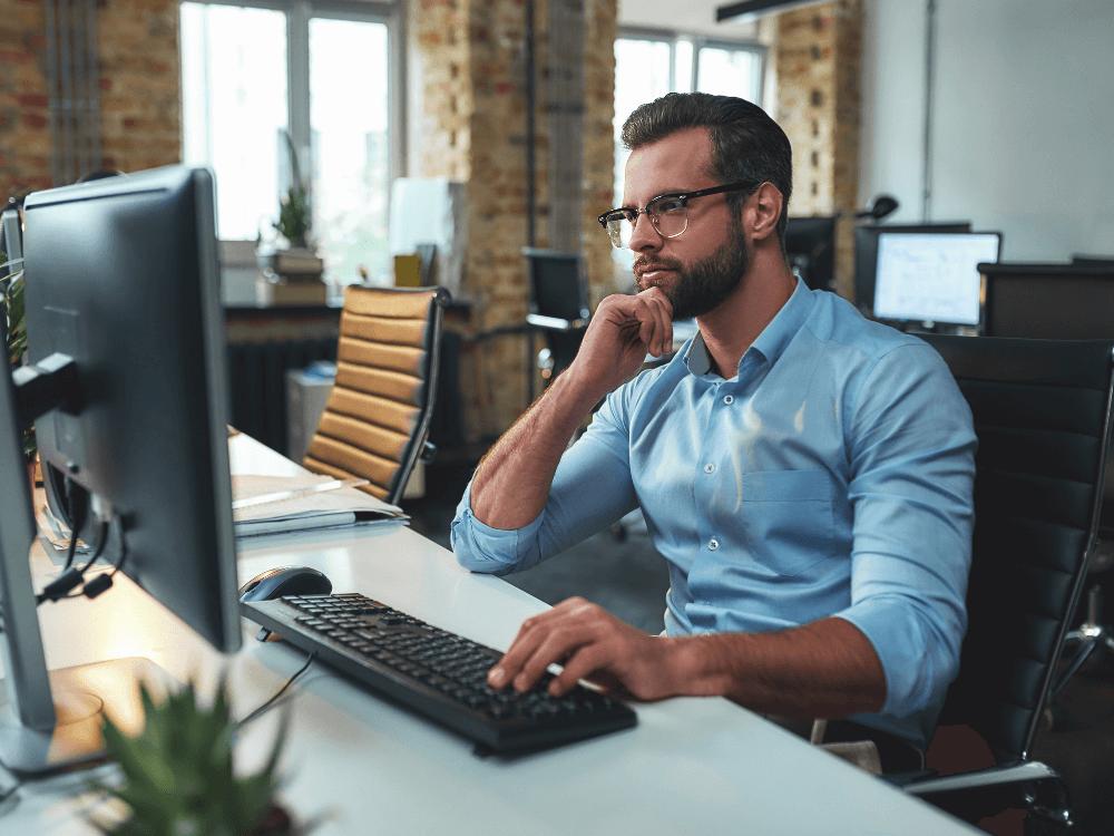 código de ética empresarial-homem computador
